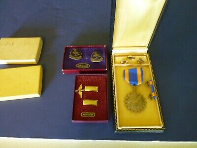 WW 2 Pilots Named Air Medal in Box Rank Insignia , Collar Tabs