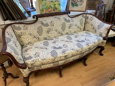 Antique French Style Carved Mahogany Sofa Couch  Outstading condtion