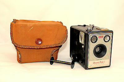 C1957 – 1959 Brownie Model I Camera Comes in VGC (B)
