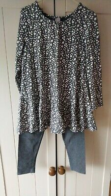 Lovely girls 2 piece grey/white outfit, size 5 years