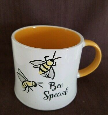 """I Love It"" Brand ""Bee"" Embossed 3D White/Yellow Coffee Cup Mug,19oz, Gift NWT"