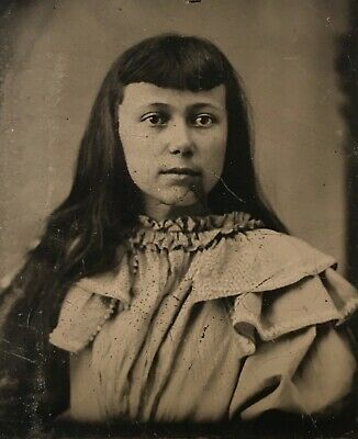 ANTIQUE AMERICAN Pretty School Girl With Bangs Birth Mark On Chin TINTYPE PHOTO