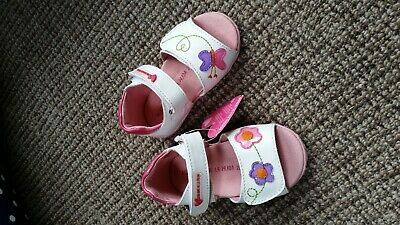 Agatha Ruiz De la Prada Leather Girl's sandals size 3.5 White n Pink. Quality