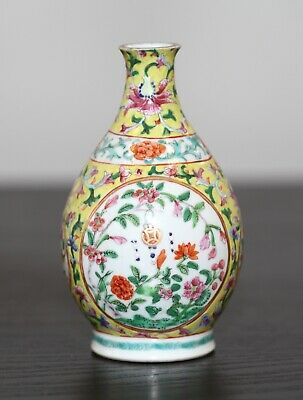 Antique Chinese fine enamelled porcelain vase, Qing Dynasty, 19th century, AF.