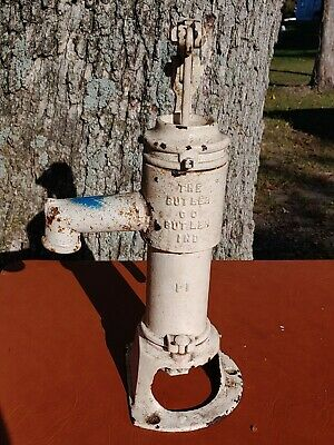 Vintage cast iron Well hand Pump The Butler Company Butler Indiana