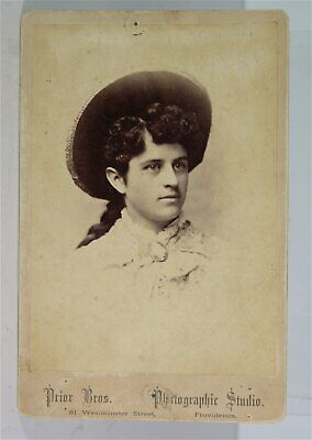 1880s WESTERN AMERICANA COWGIRL CABINET CARD PHOTO ANNIE OAKLEY MISIDENTIFIED