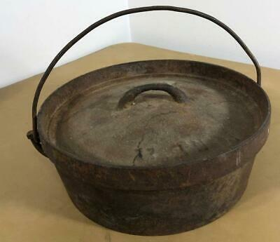 """ANTIQUE 11 IN CAST IRON DUTCH OVEN No 2  WITH HANDLE 11"""" D"""