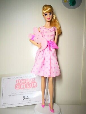 Barbie Collector Top Model It's a girl muse Sammlerpuppe with Stuffed Bunny Doll