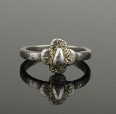 Beautiful Ancient Medieval Silver Ring With Quatrefoil Bezel - Circa 15Th C Ad