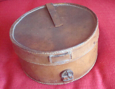 "Antique Victorian Mens Collar & Cuffs Leather Box, 8"" / 20 cm in diameter"