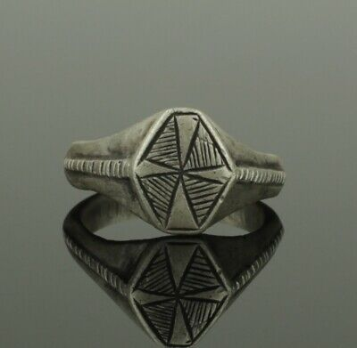 Beautiful Ancient Medieval Silver Ring With Cross Bezel - Circa 15Th C Ad