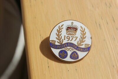 Boy Scout//Girl Guide Badge 1977 THE QUEEN/'S SILVER JUBILEE