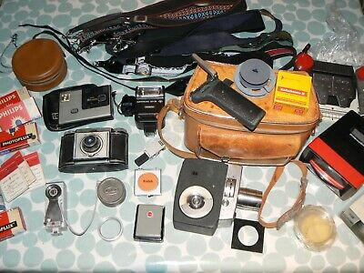 LARGE QUANTITY of VINTAGE PHOTOGRAPHIC EQUIPMENT & ACCESSORIES in a SHOULDER BAG