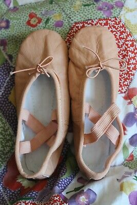 Brand new girl's pink ballet pumps shoes size 11/12