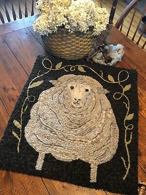 Primitive Hooked Rug Pattern On Linen ~ Fluffy