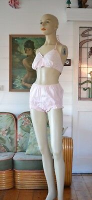 Vintage Women's pink Lingerie bra and pants Avon 1970's brand new size 8-10