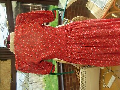 Beautiful HASEGG TRACHTEN Red & Green Floral Dress made in Austria Size 36