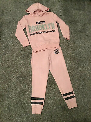 GIRLS PINK JOGGING/LEISURE SUIT AGE 6-7 Yrs - HOODIE TOP & BOTTOMS - AND GLITTER