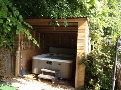Holiday Cottage Short brake hot tub, 2 double beds sleeps 3, available now.