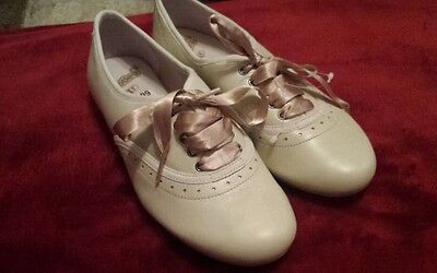 Clarks Girls Ladies Bootleg Cream Shoes Size 3.5 F New Without Box
