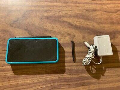 Nintendo 2DS XL Black / Turquoise System Bundle -- with a charger -- Tested