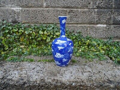 Antique Chinese porcelain small vase - Kangxi period cracked ice Prunus