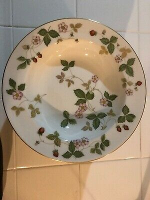"""Wedgwood Wild Strawberry Bone China Rimmed Soup Bowl 8""""  Made In England"""