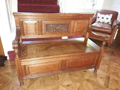 Beautiful antique Victorian carved oak settle/seat with ample storage.