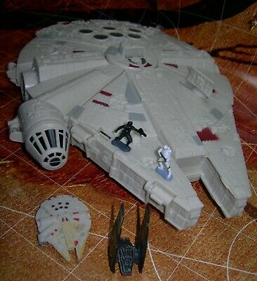 Star Wars The Force Awakens Micro Machines MILLENNIUM FALCON Playset w/ Figures