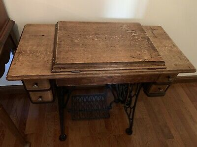 Antique Singer Sewing Machine 1920's in Original Wooden Cabinet with Drawers