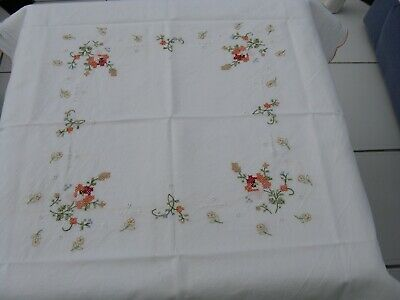 ViNTAGE SMALL TABLECLOTH - HAND EMBROIDERED with PRETTY FLOWERS.