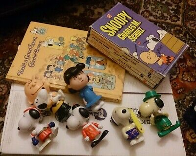 6x Charlie Brown Snoopy COMICS BOOKS + 6x TOYS Charles M Schulz LOT