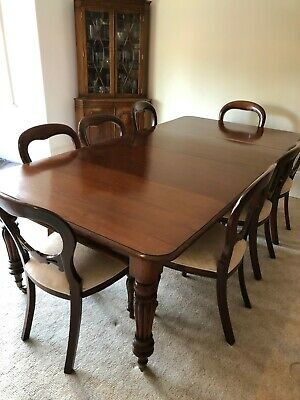 Extendable victorian mahogany dining table - Includes 8 chairs
