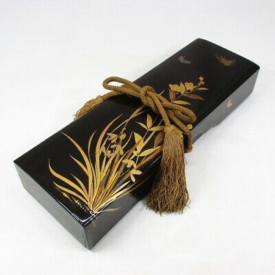 E489: Japanese storage box of old lacquer ware with very good elegant MAKIE