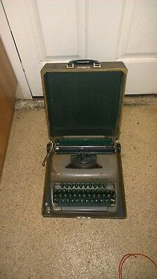 Vintage Smith Corona Clipper Manual Portable Typewriter With Case