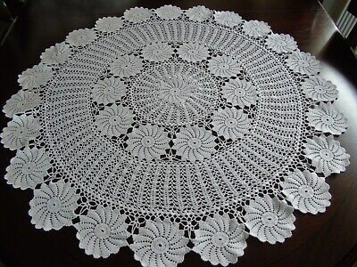 "Beautiful Vintage Crochet Round Table Cloth/Centre 29"" Diameter"