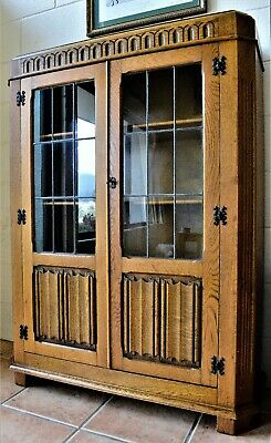 Oak Gothic Bookcase Display Cabinet Decrotive Scolled Doors Leaded Glass
