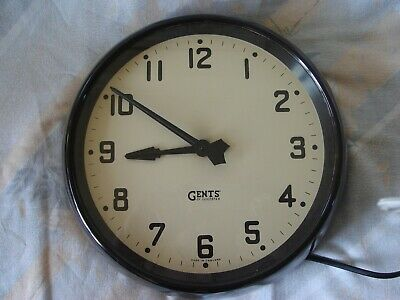 Vintage Gents Bakelite Electric Wall Clock