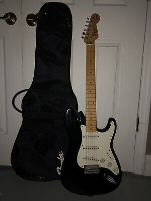 SQUIER BY FENDER STRATOCASTER BULLET SERIES. With GUITAR CASE.ELECTRIC GUITAR
