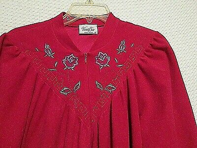 Vintage Vanity Fair Embroidered Deep Pink Velour 1/2 Zip Robe size M - L - USA
