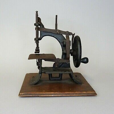 Antique Toy Sewing Machine ~ Muller Model 10 ~ Cast Iron Hand Cranked / Germany