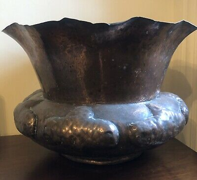 A Large Arts And Crafts Copper Planter / Jardiniere