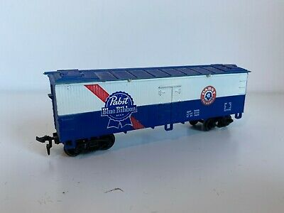 Life-Like HO Gauge Pabst Blue Ribbon Beer Reefer Box Car Wagon