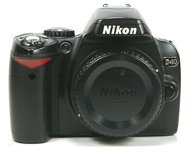 Beautiful Nikon D40 6.1MP Digital SLR Camera With Battery Cord and Charger