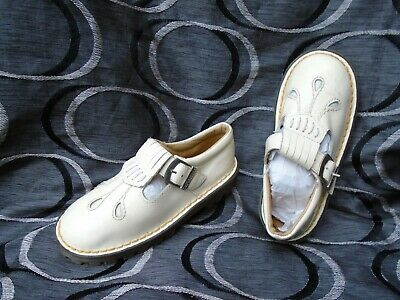 Young Girls Dr Martens Cream Patent Leather Shoes Uk Size 11