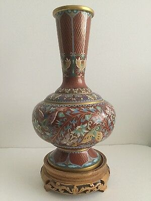 CHINESE LATE 19th CENTURY/EARLY 20th CENTURY RED CLOISONNÉ ENAMEL VASE ON STAND