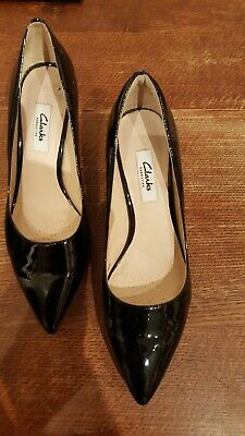 Ladies CLARKS Black Patent Leather Kitten Heels Shoes UK Size 5