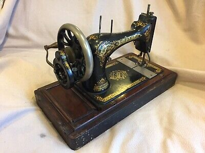 Vintage Antique 1900 Singer Sewing Machine Manual Hand Cranked- Wooden Case 28k