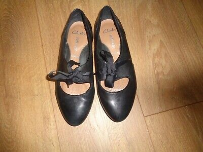 Ladies / Girls Black Leather Clarks Softwear Lace Up Shoes Size 3 Wide Fit