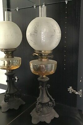 BEAUTIFUL DECORATIVE 19th CENTURY OIL LAMP WITH CHIMNEY AND SHADE